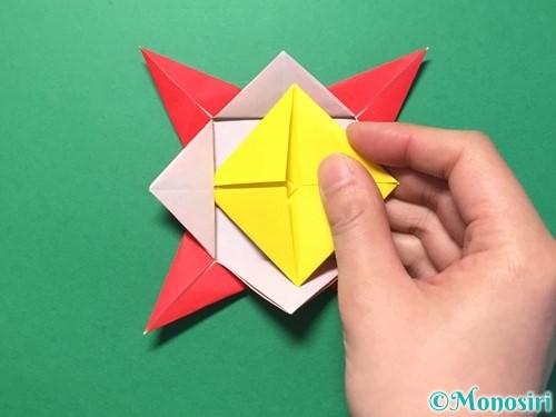 折り紙で花メダルの作り方手順37