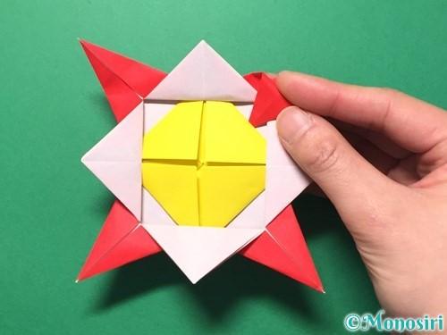 折り紙で花メダルの作り方手順39