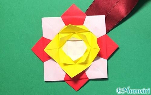 折り紙で作った花メダル