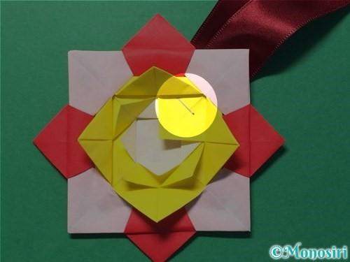 折り紙で花メダルの作り方手順49