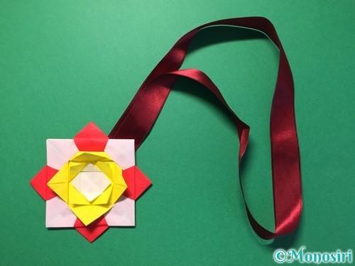 折り紙で花メダルの作り方手順52