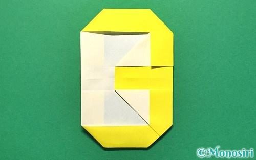 折り紙で折った数字の3