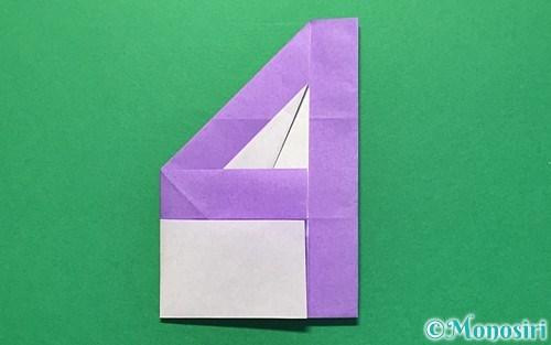 折り紙で折った数字の4