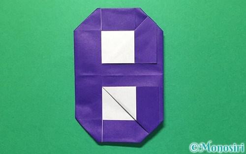 折り紙で折った数字の8