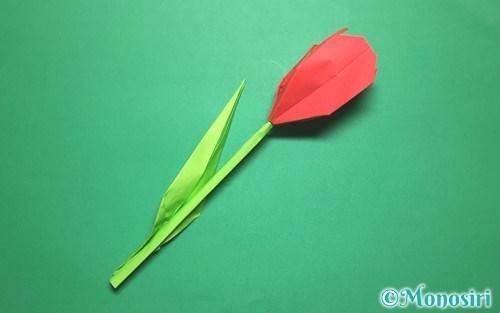 折り紙で作った立体的なチューリップ