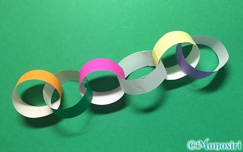 折り紙で作った輪飾り