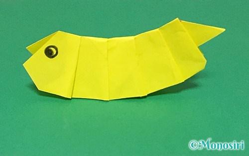 折り紙で折った青虫