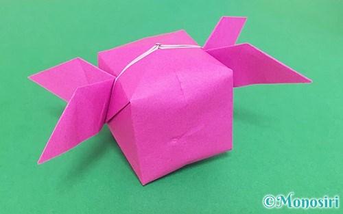 折り紙で折った羽根つき風船
