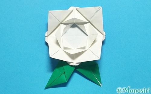 折り紙で作ったバラ