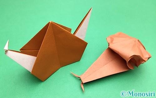 折り紙で折ったカタツムリ