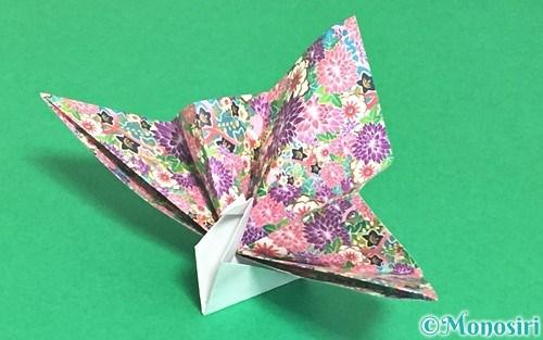 折り紙で折った祝い鶴