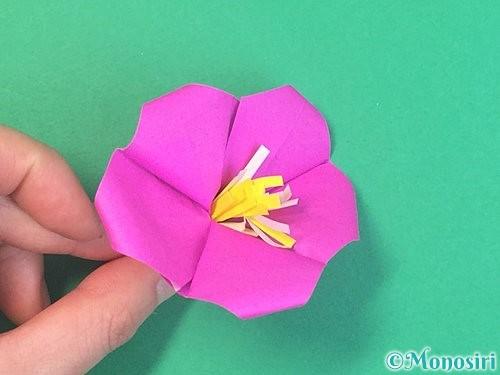 折り紙で立体的なハイビスカスの折り方手順60