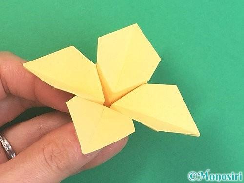 折り紙で水仙の立体的な折り方手順44