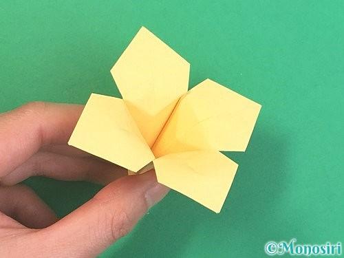 折り紙で水仙の立体的な折り方手順46
