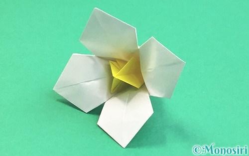 折り紙で折った立体的な水仙