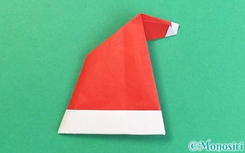 折り紙で折ったサンタ帽子