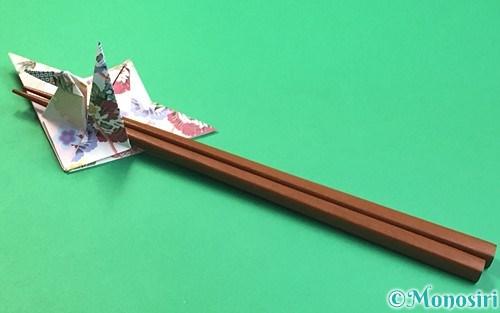 折り紙で折った鶴の箸置き