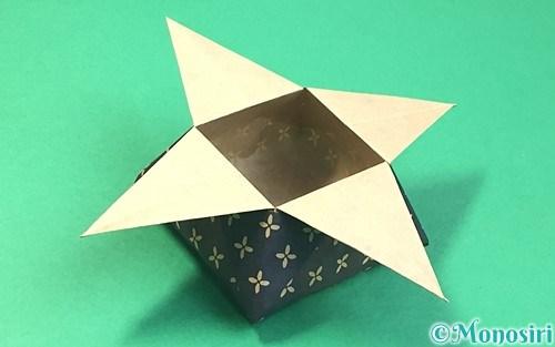 折り紙で折った角香箱