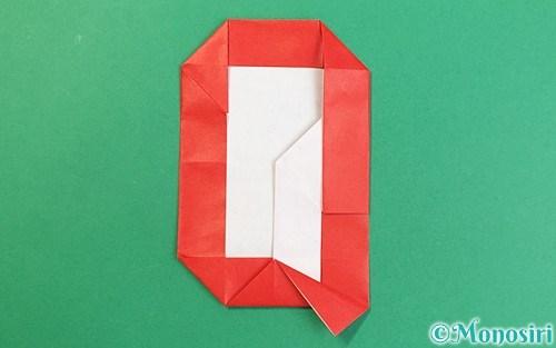 折り紙で折ったアルファベットのQ