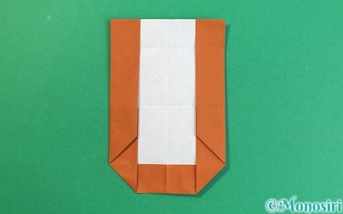折り紙で作ったアルファベットのU