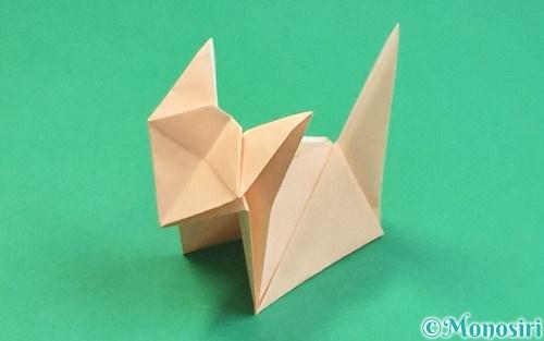 折り紙で折った立体的な猫