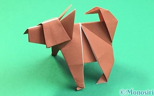 折り紙で折った立体的な犬