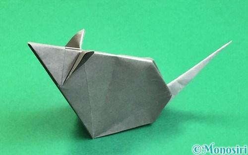 折り紙で折った立体的なネズミ