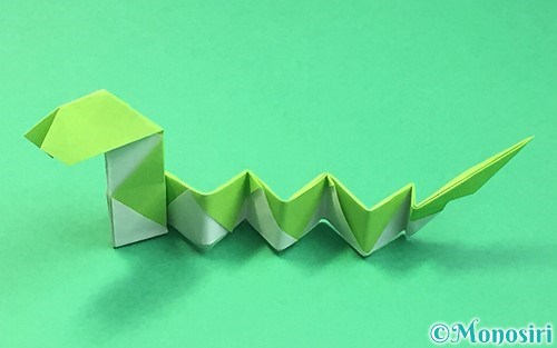 折り紙で折った立体的な蛇