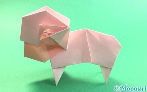 折り紙で折った立体的な羊