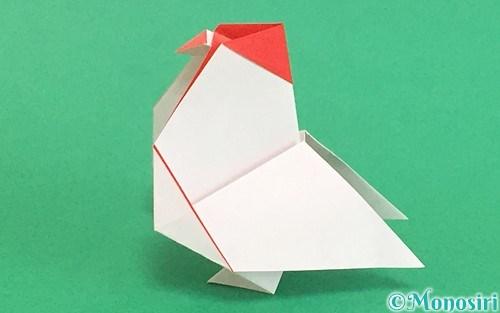 折り紙で折った立体的なにわとり