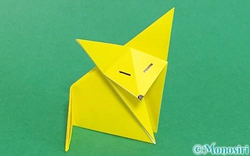 折り紙で折った立体的なキツネ
