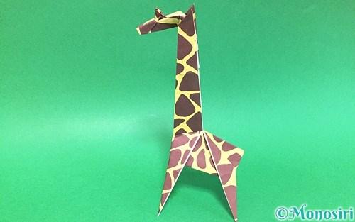 折り紙で折った立体的なキリン