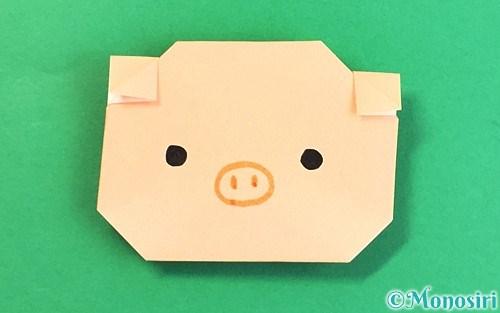 折り紙で折った豚の顔