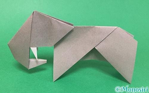 折り紙で折った立体的な象