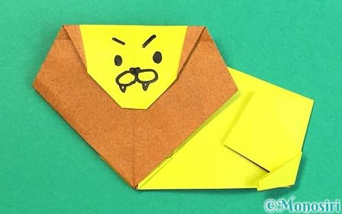 折り紙で折ったライオン