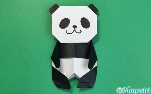 折り紙で折ったパンダ