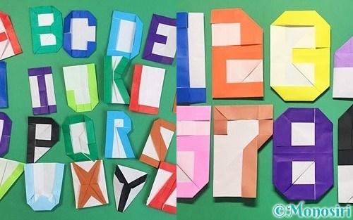 折り紙で作ったアルファベットと数字