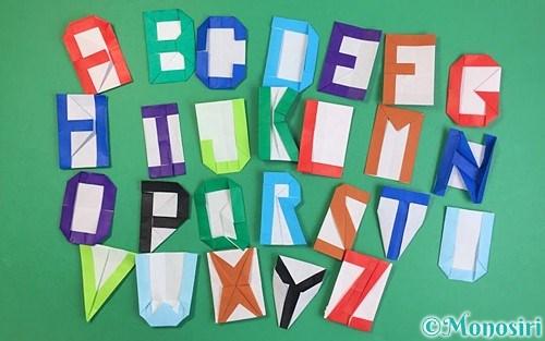 折り紙で作ったアルファベット