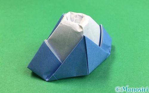折り紙で折った立体的な富士山