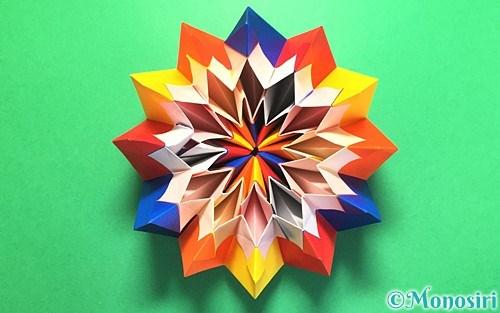 折り紙で作った立体的な花火