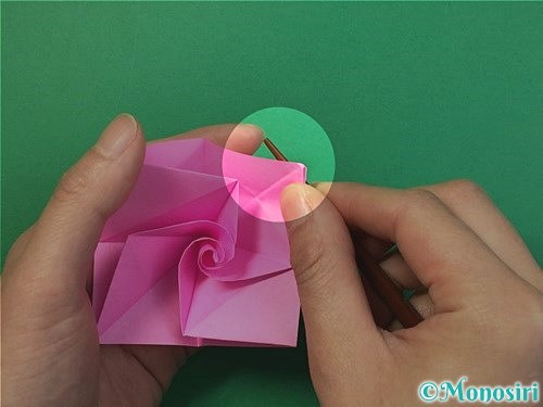 折り紙で立体的なバラの折り方手順38