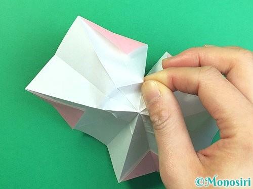 折り紙で立体的なコスモスの折り方手順25