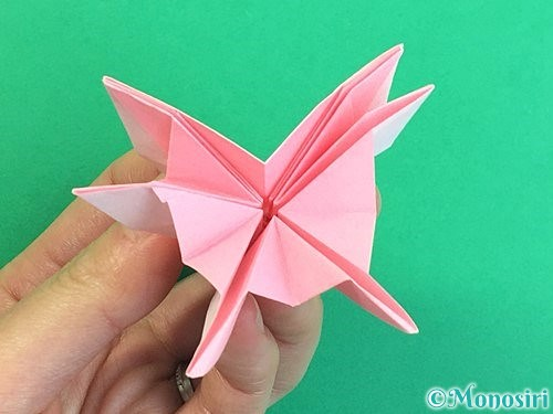 折り紙で立体的なコスモスの折り方手順46