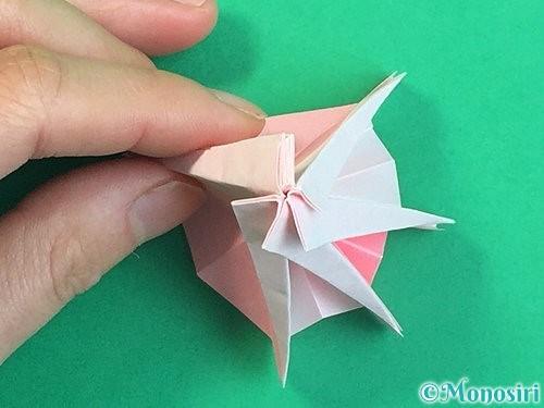 折り紙で立体的なコスモスの折り方手順57