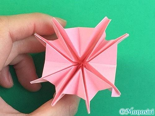 折り紙で立体的なコスモスの折り方手順59