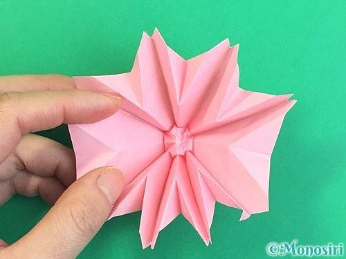折り紙で立体的なコスモスの折り方手順61