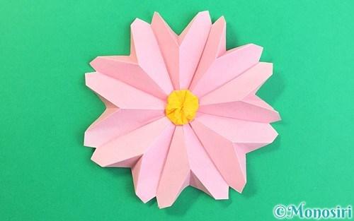 折り紙で作った立体的なコスモス