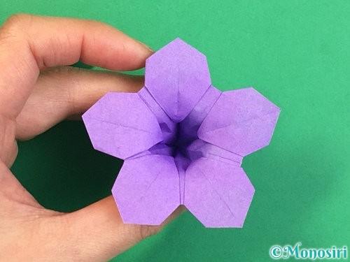 折り紙で立体的なリンドウの折り方手順46