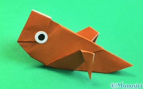 折り紙で折ったコオロギ