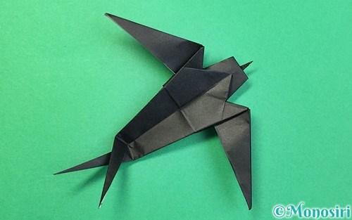 折り紙で折ったツバメ